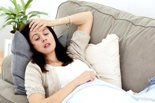 в более редких случаях, отек Квинке сопровождается изменением дефекации (диарея), рвотой и тошнотой