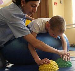 exercițiu terapeutic - o metodă de tratament a paraliziei cerebrale