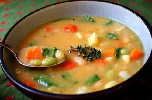 Супы на овощном бульоне, а не на мясном, будут особенно вкусными, так как в них можно добавить яйцо и сливки