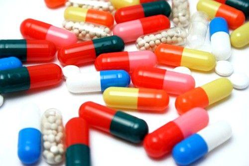 Для улучшения состояния пациентки назначают приём витаминов и противовоспалительных препаратов