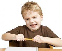 Постоянное нарушение дисциплины - один из симптомов гиперактивности