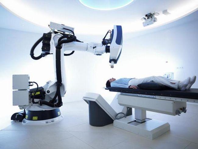 Один из наиболее современных методов – применение кибер-ножа. Представленный вид лечения можно использовать на любой из частей тела пациента