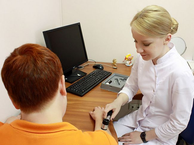Перед терапией врач должен определить стадию меланомы