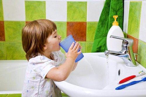 Дети могут проглотить раствор, что категорически запрещено