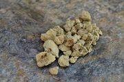 Каменное масло: лечебное свойства, применение
