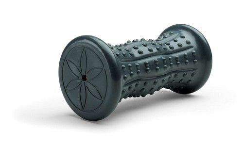 Для массажа ног существуют очень удобные варианты в виде ковриков и роликов, выравнивающих свод