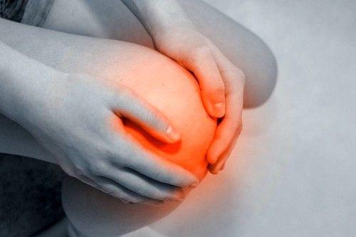 при болях в области суставов следует обратиться к врачу