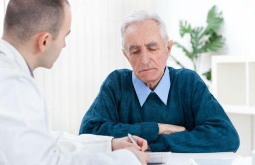 Чем старше мужчина, тем выше риск недержания мочи