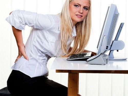 Produženo tijelo hvatajući jednu poziciju dovodi do Lumbar bolove