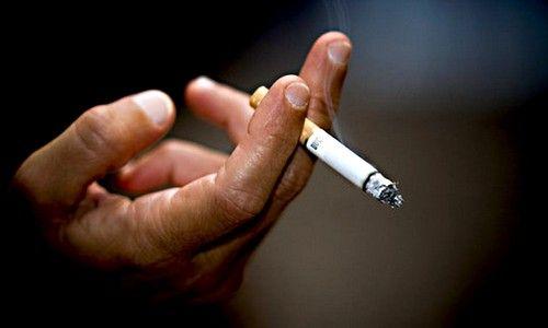 Курение как причина першения в горле