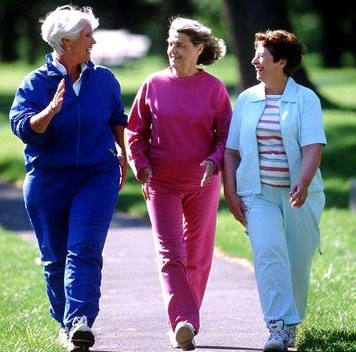Noge bodo zdravi, če ženska nosi udobne čevlje, ohlapna oblačila, ne vaje in aktivno premikati vsaj 2 uri na dan