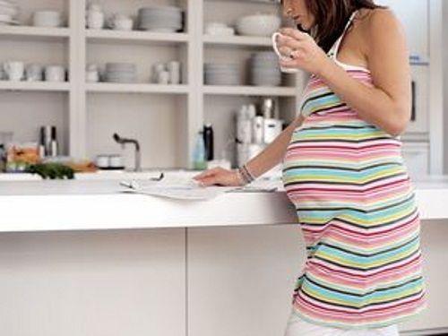 Раствор соды для лечения боли в горле можно применять при беременности