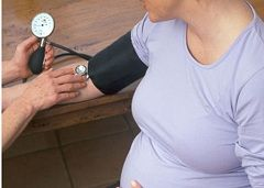 Понижение артериального давления - один из симптомов преэклампсии