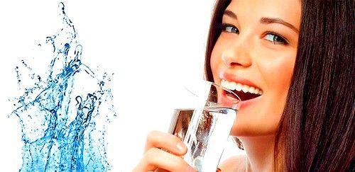 Необходимо выпивать в день не менее 1 литра очищенной воды