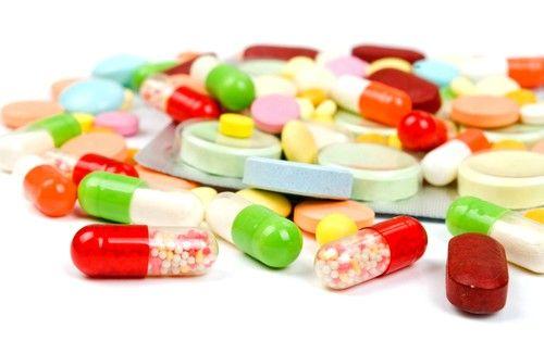Если у больного обнаружена ишемия толстой кишки, то медики прибегают к медикаментозной терапии