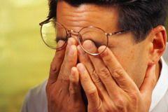 К симптомам синдрома сухого глаза относят жжение в глазах
