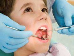 Визит к стоматологу - обязательная процедура при смене зубов у детей