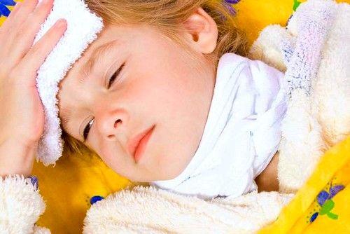 Компресс на горло ребёнку допустимо ставить после первого года жизни