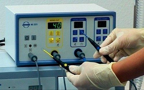 Metoda electrocoagulare se bazează pe acțiunea curentului electric, care este necesar pentru a cauteriza amigdalelor tesatura