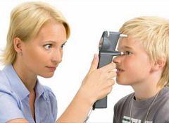 Измерение внутриглазного давления при помощи тонометра