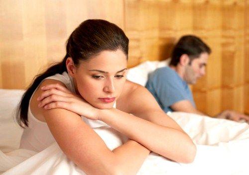 În dezvoltarea bolii, femeia începe să observe întreruperi de ciclu menstrual